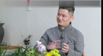 曾奇峰玩录像
